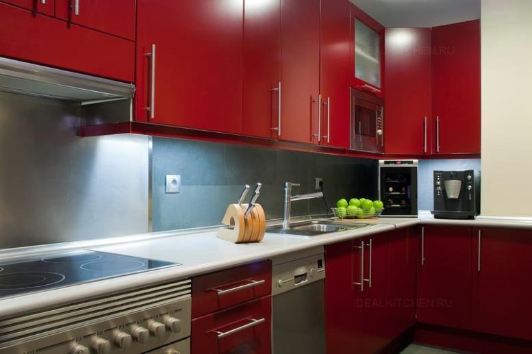 Бордовые кухни - 30 фото