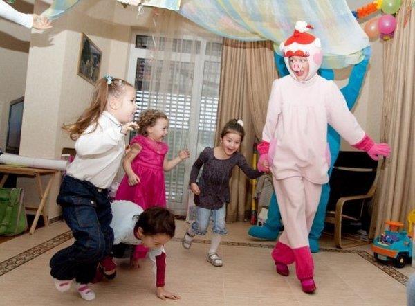 Как развлечь детей на дне рождения, или Аниматоры всегда готовы. Фото с сайта vk.com
