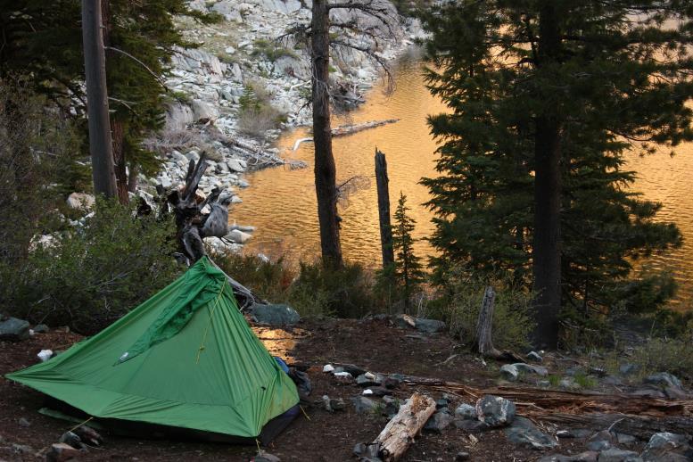 Бескаркасная палатка