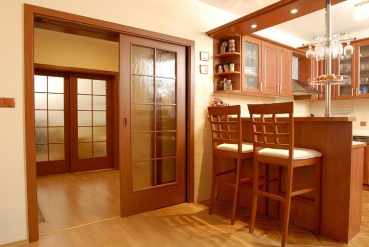 кухня с раздвижными дверями