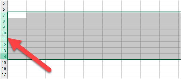 Microsoft Excel. Продолжая удерживать кнопку мыши в нажатом положении, перетащите курсор