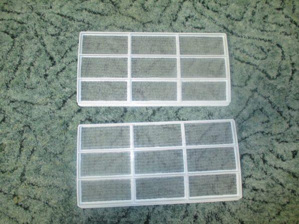 На фото — фильтры грубой очистки, в кондиционере должны быть только они.