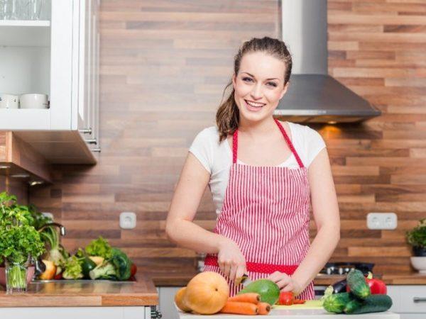 Без охладителя воздуха на кухне, особенно летом, будет очень жарко.