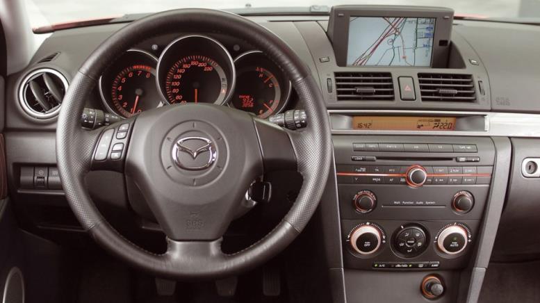 На фото: Торпедо Mazda3 Hatchback (BK) '2003–06