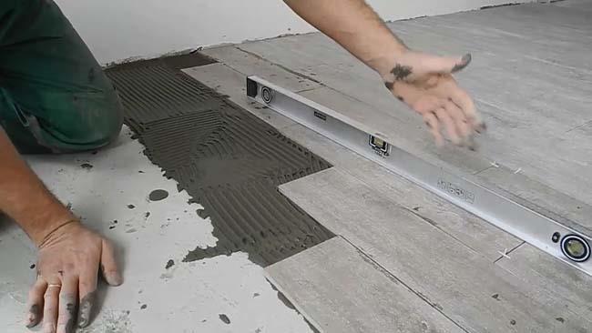 укладка керамогранитной плитки на кухне