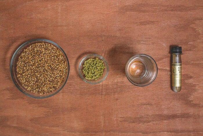 Ингредиенты для чистозернового пивоварения: солод, хмель, вода, дрожжи.