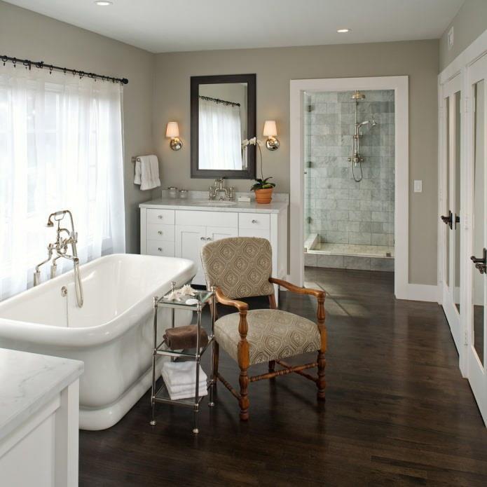 ванная с темно-коричневым ламинатом