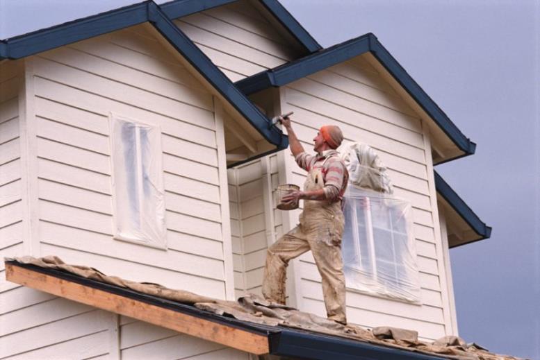 Правила покраски деревянного дома