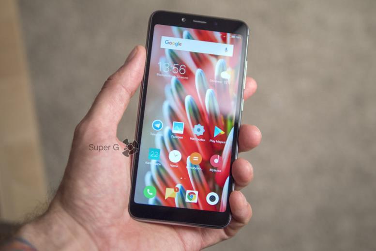Xiaomi Redmi 6A в руке