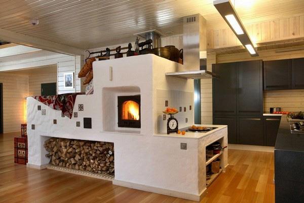 Красивая печь, о такой можно только мечтать – обратите внимание, потолок на кухне в деревянном доме из пластиковых панелей