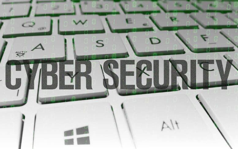 Безопасность операционной системы: надпись CYBER SECURITY