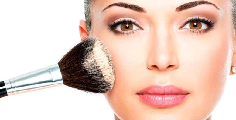 Applying-powder-to-face.jpg