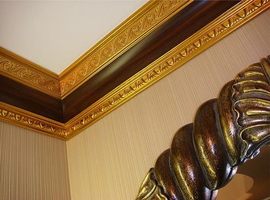Деревянная галтель для потолка