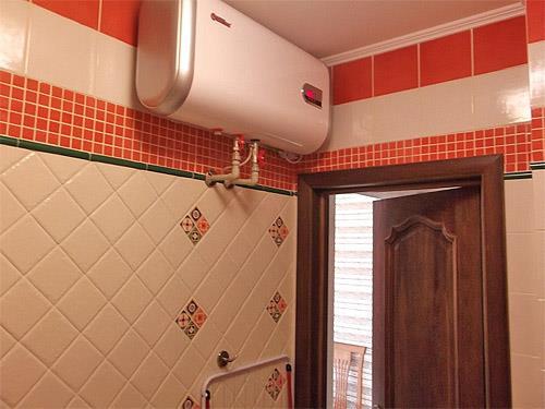 Горизонтальный водонагреватель в интерьере (фото)