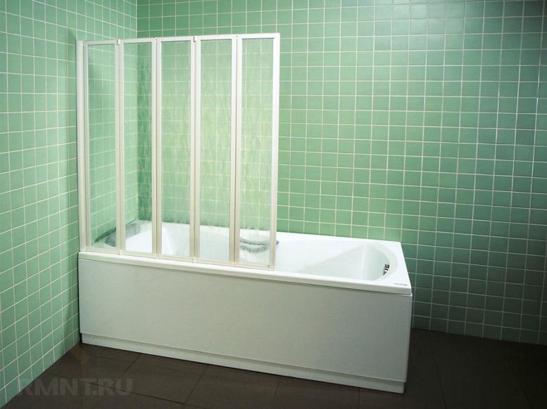 Пластиковая шторка на ванну