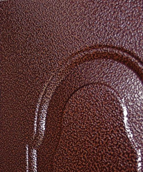 Дверь, окрашенная порошковой краской, имитирующей молотковое покрытие