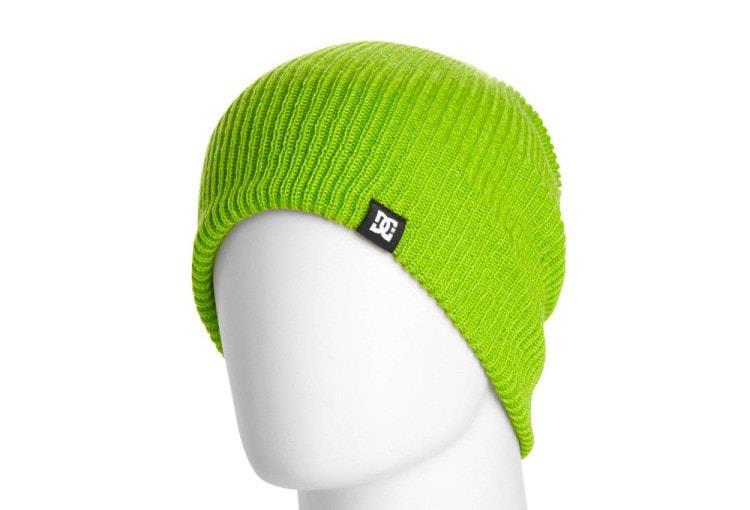 Яркая шапка для зимних видов спорта